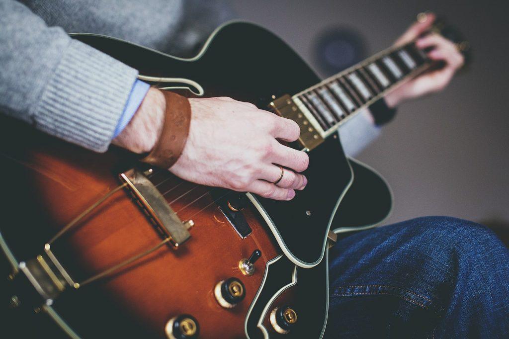man, guitar, hands-1281642.jpg